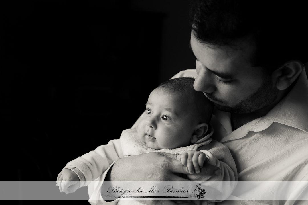jeunes parents, lumière naturelle, petites bouilles, photo bébé, photographe de maternité paris, Photographe de nouveaux-nés, photographe michel bizot, Séance naissance à domicile