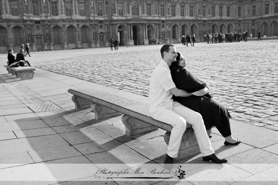 photographe couple paris, portrait de couple, séance photo, séance photo couple au Louvre