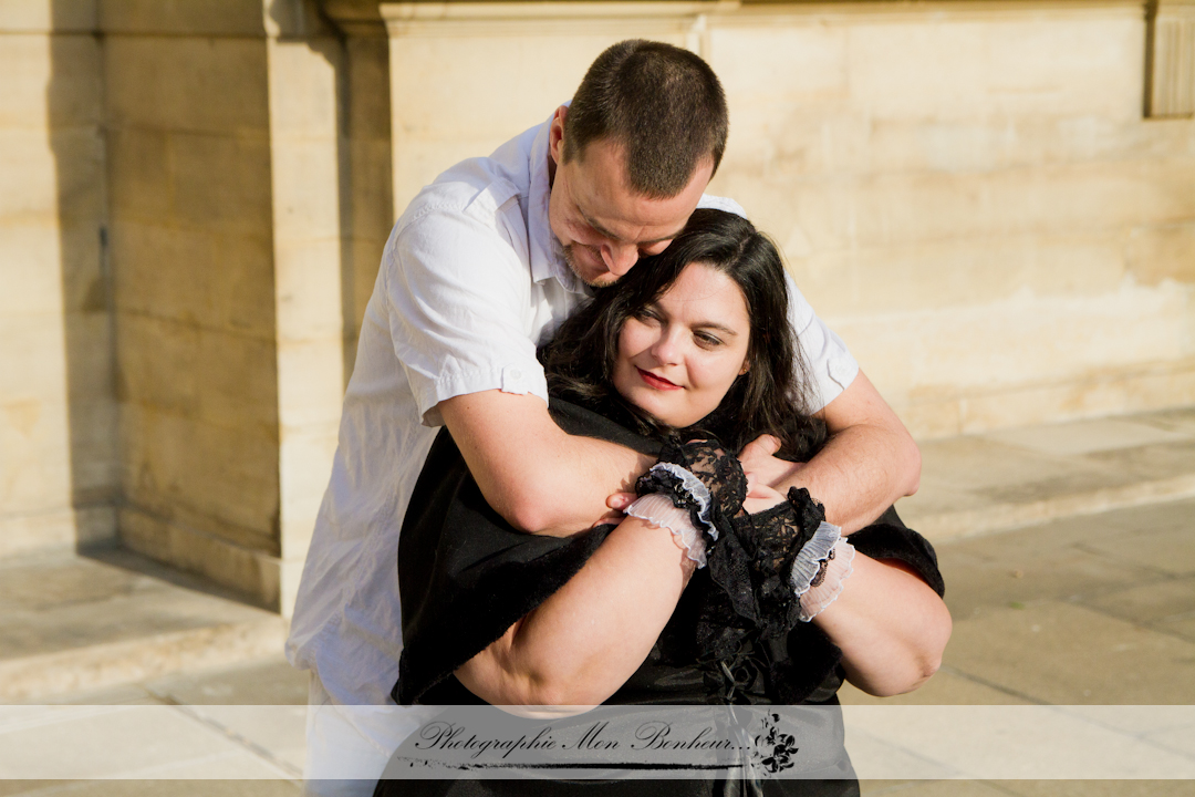 photographe couple paris, portrait de couple, séance photo, séance photo couple au Louvre