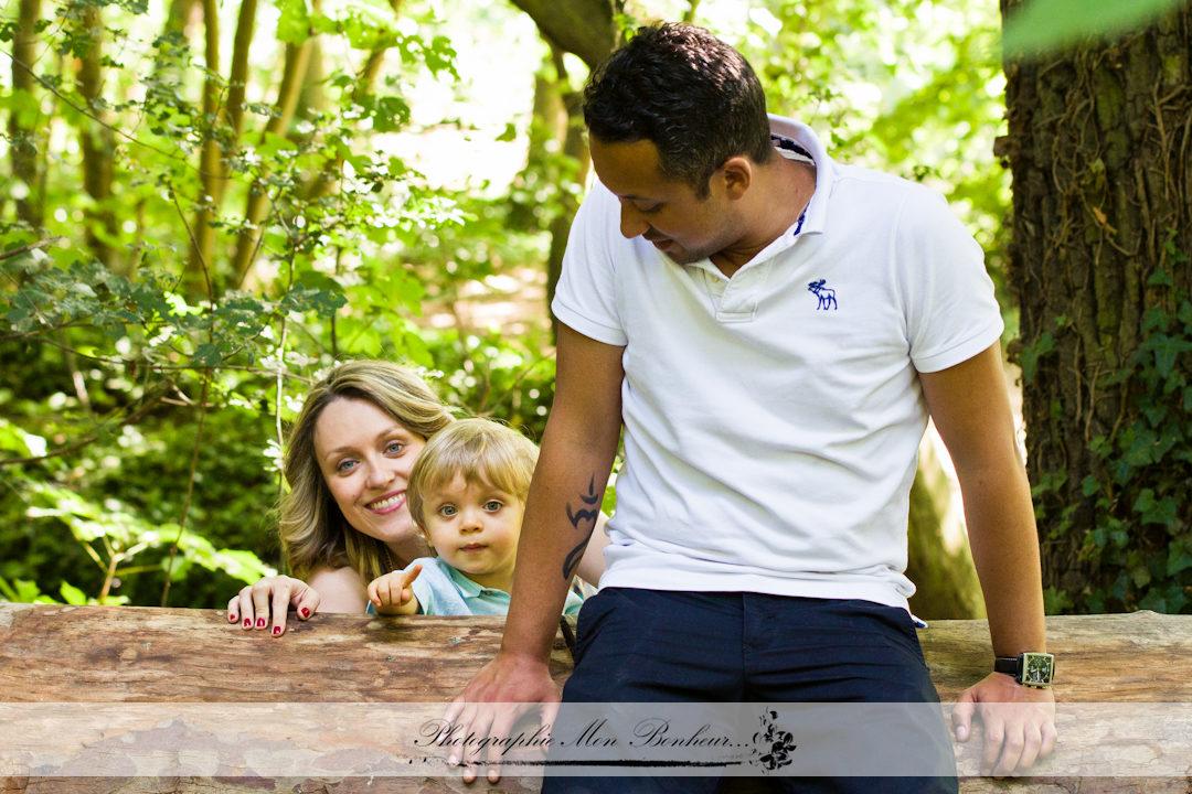 jardinjeunes parentslumière naturellephoto de maternitéphoto reportage et portraitphotographe d'extérieur à Parisphotographe daumesnil parisphotographe de famillephotographe porte dorée parisphotographe portrait d'enfant parisséance famille